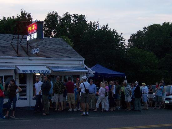 Four Seas Ice Cream: The Start of a Line!