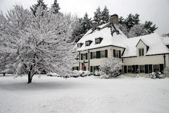Forty Putney Road Bed and Breakfast: Our Brattleboro Inn in winter