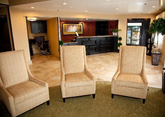Comfort Inn Salt Lake City / Layton: Our Lobby with Front Desk, 24-Hour Business Center & 24-Hour Panrty