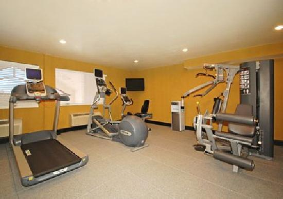 Comfort Inn Salt Lake City / Layton: Half of our Exercise room not showing Free Weights