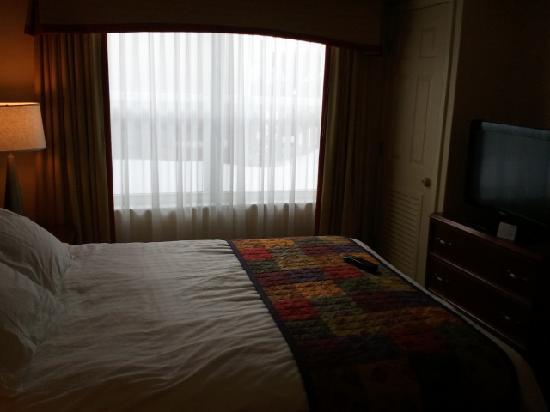 Residence Inn Boston Franklin: 1 bedroom suit (bedroom)