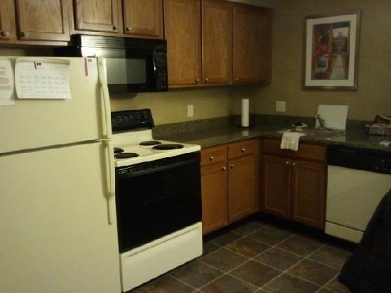 Residence Inn Boston Franklin: Kitchen