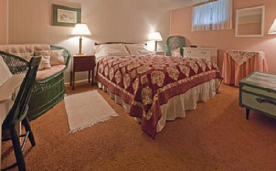 Pavelich Farm Bed and Breakfast: Rose Room