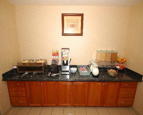 Comfort Suites Eugene: Breakfast Bar