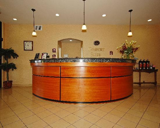 "Comfort Suites Eugene: The ""Magic"" front desk"