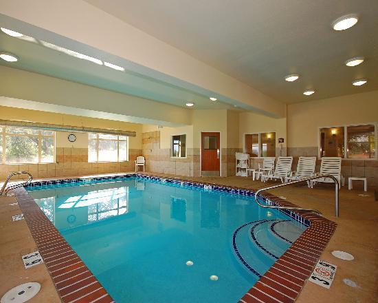 كومفورت سويتس يوجين: Our indoor, heated pool