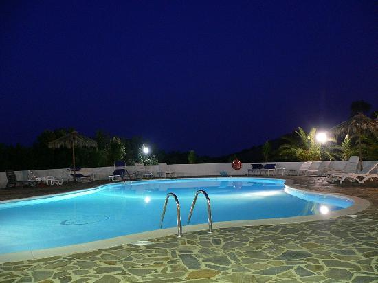 Hotel Il Castello: La piscina by night