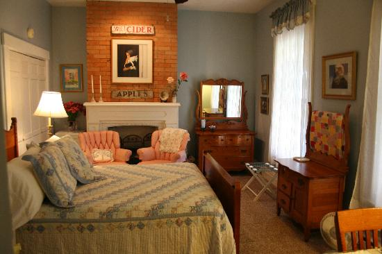 the 1870s room at first farm inn is furnished with an antique oak rh tripadvisor ie 1970s bedroom 1970s bedroom decor