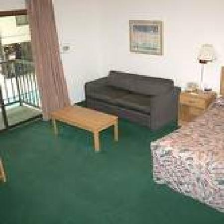 Econo Lodge Waupaca: Our rooms are cozy, spacious, and can comfortably accomodate families, or those who travel alone