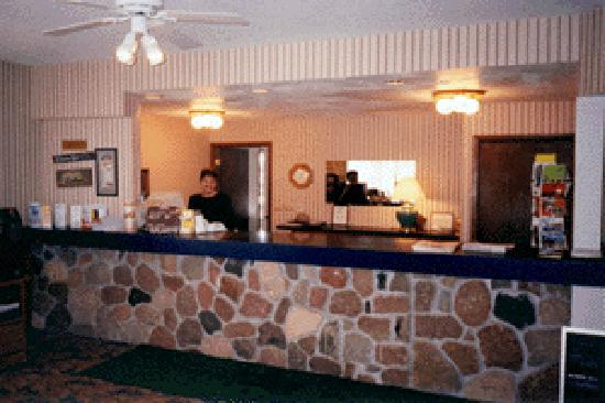 Econo Lodge Waupaca: Our friendly staff are sure to make your stay convenient and comfortable!