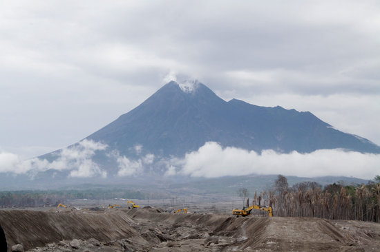 莫拉比火山