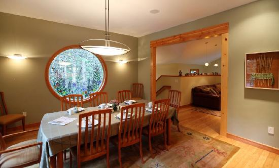 Hidden Creek Bed and Breakfast: Dining Room