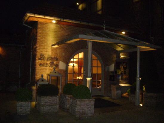La Butte Aux Bois Hostellerie: the frontdoor