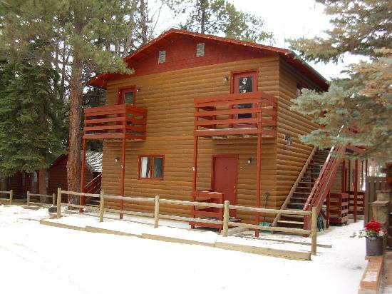 Swiftcurrent Lodge On The River: Lodge