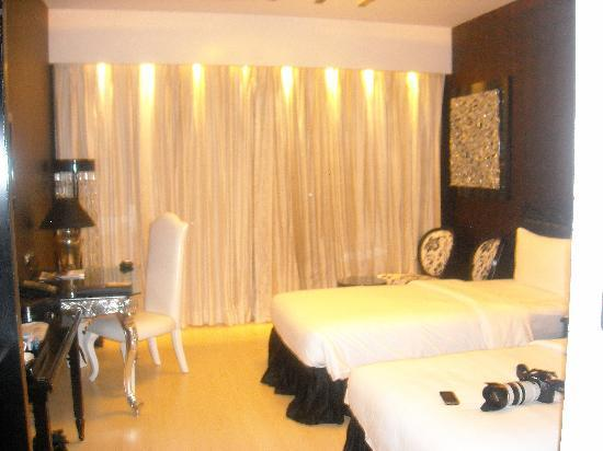 The Zuri Whitefield Bangalore: Bedroom  Black & White
