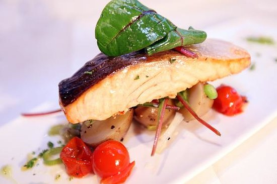 Silk Room Restaurant & Champagne Bar: Fillet of Salmon on Crushed Spring New Potatoes