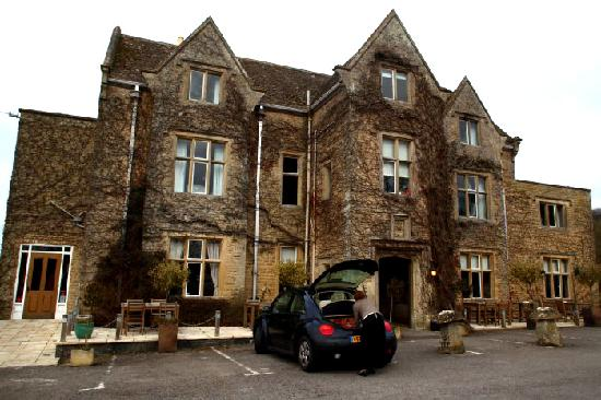 Fosse Manor Hotel: Outside of the Hotel building.