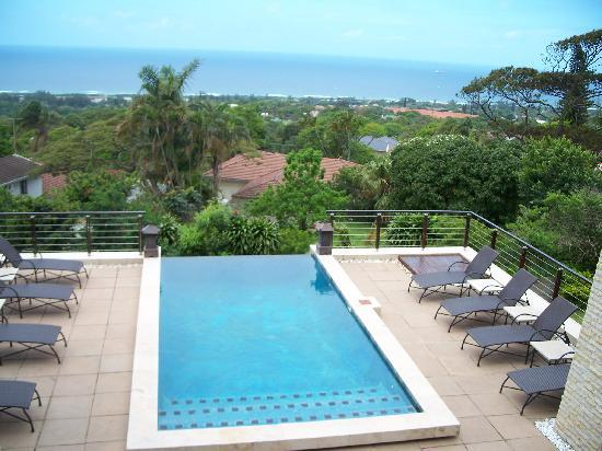 أفريكان برايد إيندلس هوريزونز بوتيك هوتل: Pool overlooking the ocean
