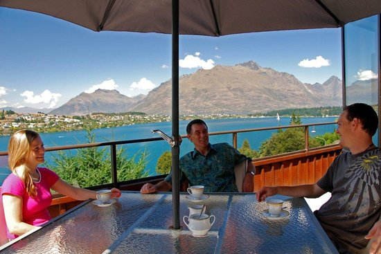 Larch Hill Homestay Bed and Breakfast: Enjoy spectacular views from all rooms and the balcony