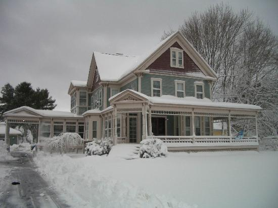 Rock Village Bed and Breakfast: winter
