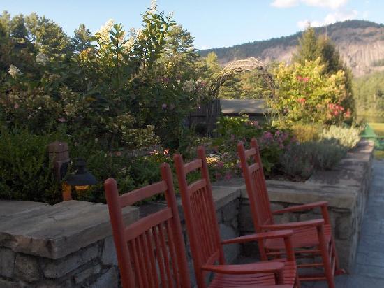 High Hampton Inn & Country Club : Back Terrace at Lodge