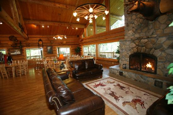 Western Pleasure Guest Ranch: lodge interior