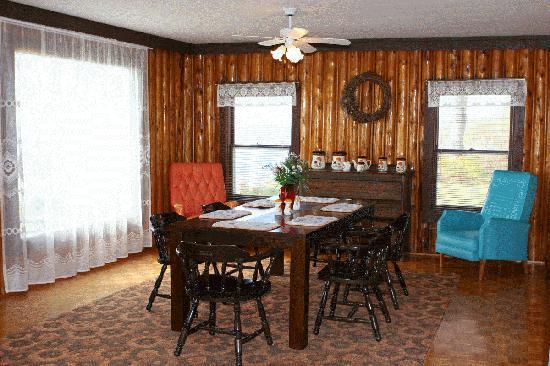 Lake Shore Salzburger Hof Resort: Dining Room of Three Bedroom Cottage
