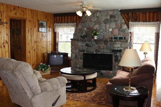 Lake Shore Salzburger Hof Resort: Living Area of Three Bedroom Cottage