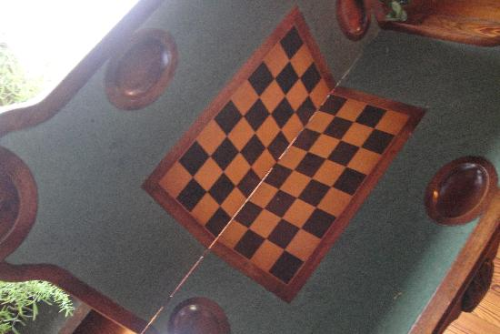 ‪‪Washington Irving Inn‬: Fancy Chess Table - Library‬