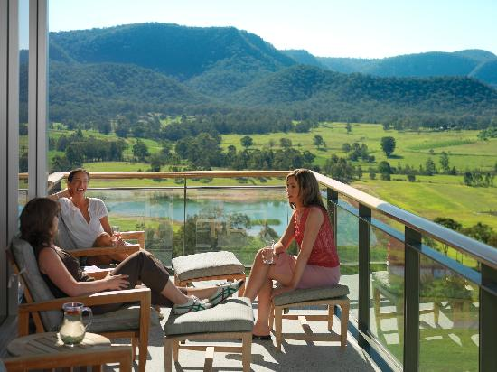 Golden Door Health Retreat & Spa Elysia: Stunning views over Brokenback Mountain Range