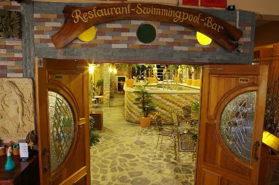 Jasmine Hotel Pattaya - Reception Pool 1.