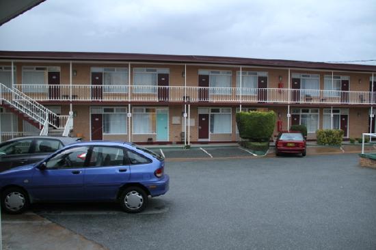 Wallaby Motel: Carpark