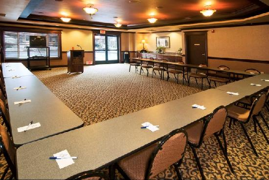 Holiday Inn Express & Suites - The Hunt Lodge : Convention