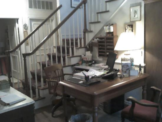 Montford Inn and Cottages: Front desk