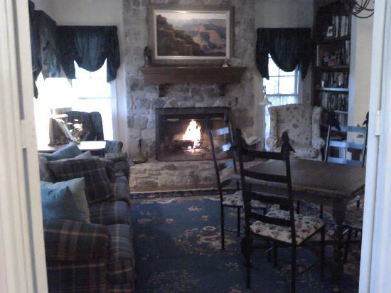 ‪‪Montford Inn and Cottages‬: Front sitting room of the inn‬