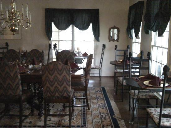 Montford Inn and Cottages: The dining room