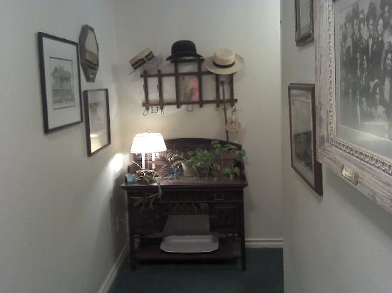 Montford Inn and Cottages: hallway to Solitude