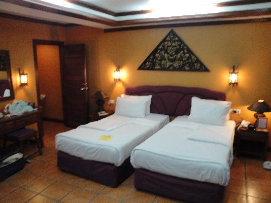 Royal Phawadee Village: Beds in the Deluxe Rooms - Phuket RPV 20110130