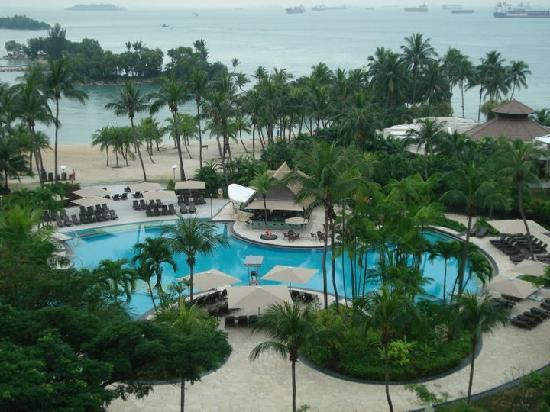 Shangri-La's Rasa Sentosa Resort & Spa: The pool area
