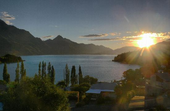 Earnslaw Lodge: Our 1st sunset from The Earnslae Motel Balcony
