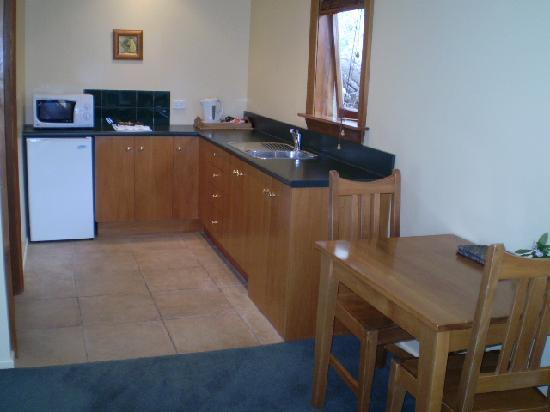 Harrogate Gardens Motel: fully equipped kitchen