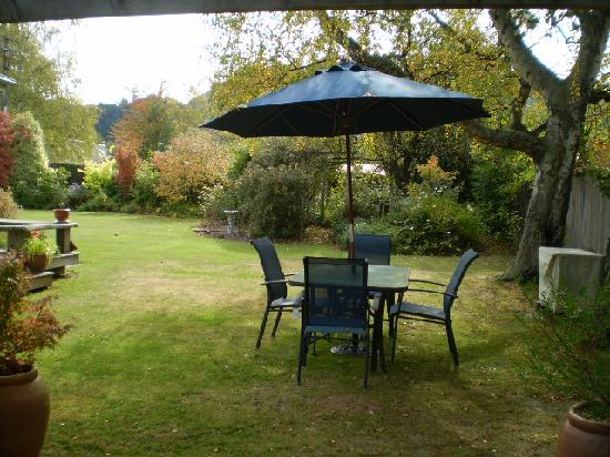 Harrogate Gardens Motel : relax with a bbq in the outdoor setting