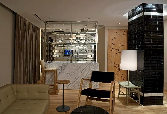 Witt Istanbul Suites: Kitchenette and Living Room
