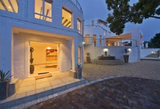 Villa Afrikana Guest Suites: Welcome to Villa Afrikana