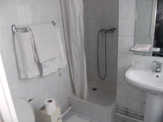 Hotel Voltaire Republique: Aseo con ducha