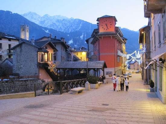 Residence Hotel Raggio di Luce: Ponte di legno centre historique 1