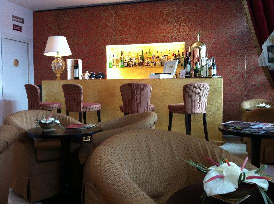 Hotel a La Commedia: reception/bar area