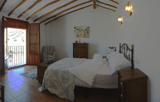 El Amparo: Spacious bedrooms with power showers