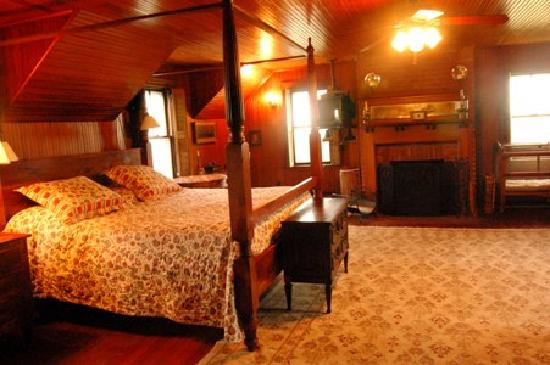 Avalon, The Inn on Cuttyhunk Island: Master Bedroom