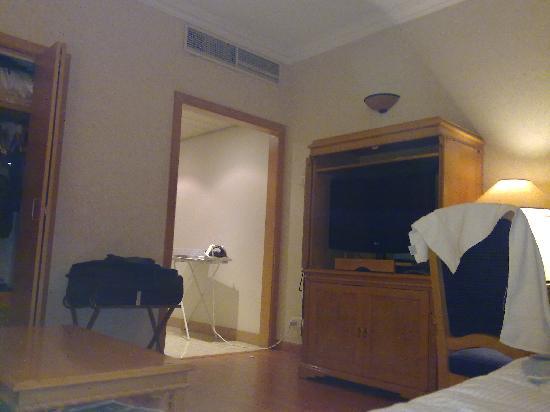 Crowne Plaza Dubai: My Room